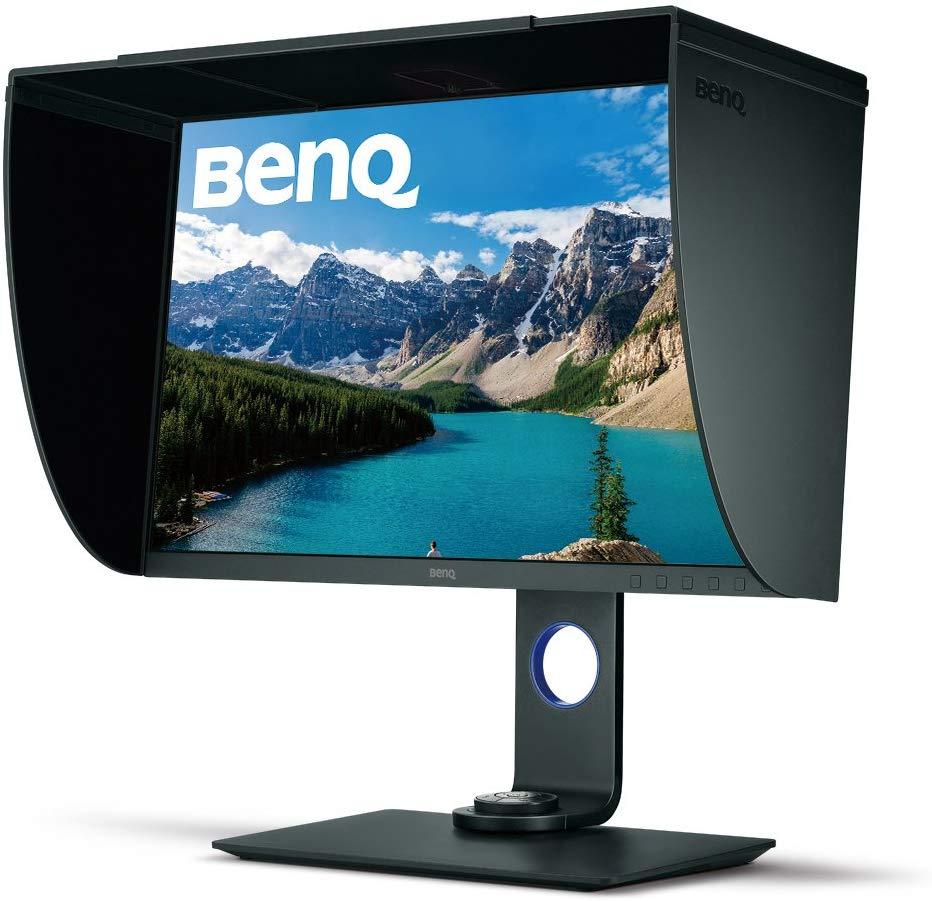 El monitor IPS profesional HDR de 27 pulgadas SW271 de BenQ con su capucha de sombreado acoplada