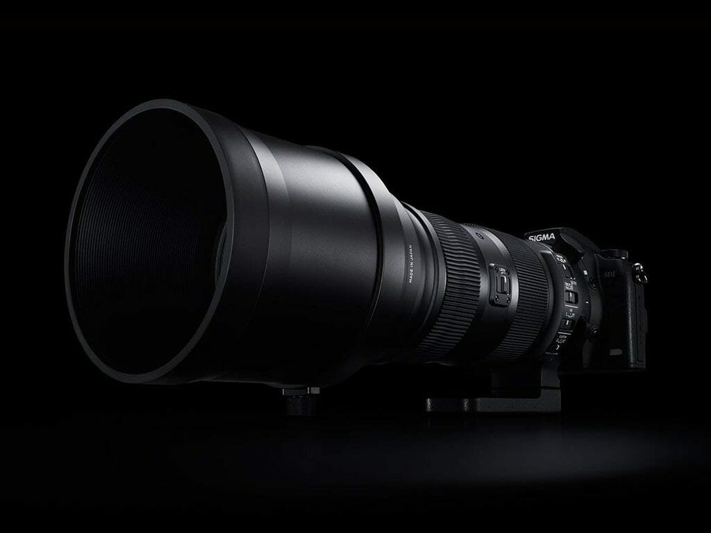 El Sigma 150-600mm f5-6.3 Sports DG OS HSM acoplado a un cuerpo de cámara Sigma