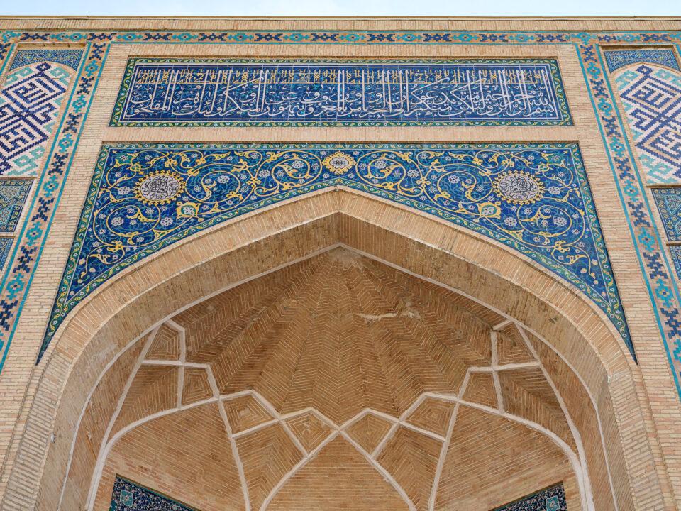 Azulejos azules y mosaicos en Uzbekistán