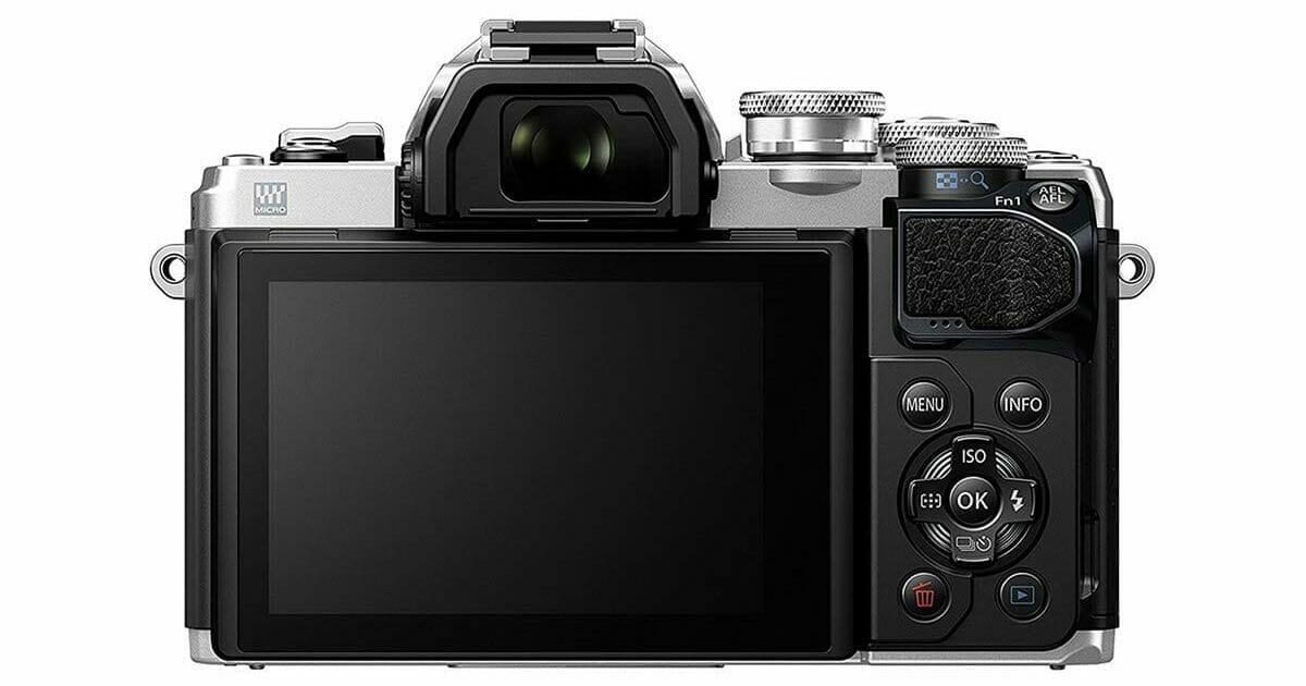 La parte trasera de la cámara sin espejo Olympus OM-D E-M10 Mark III