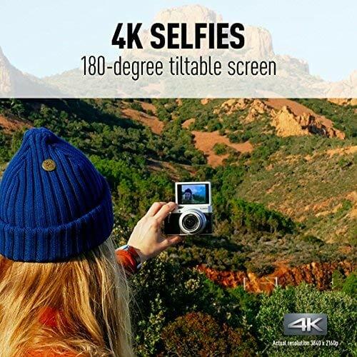 Una persona que utiliza el Panasonic Lumix DC-GX850 para tomar un selfie