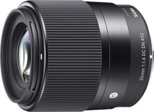 Una lente Sigma 30mm F1.4 Contemporary DC DN para cámaras Sony E-mount