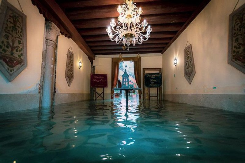 Fotógrafo captura imágenes espeluznantes de Venecia bajo el agua