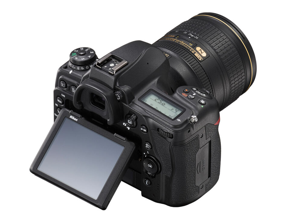 Nikon D780 Vista lateral