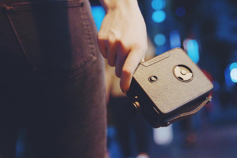 Esta cámara súper inspirada en la de 8mm dispara GIFs para recrear el aspecto y la sensación de la película de 8mm