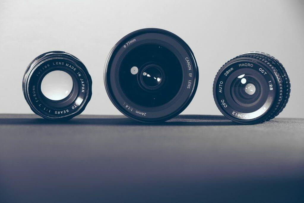 Una foto de 3 lentes de cámara