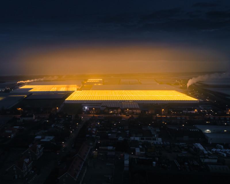 Fotos aéreas de los invernaderos en la noche