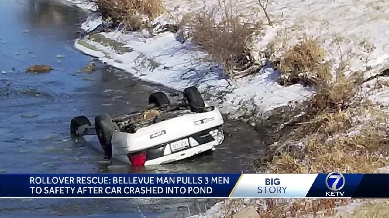 Fotógrafo rescata a 3 personas de un coche que se hunde en un estanque congelado