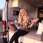 Mira dentro de la furgoneta de una fotógrafa que vive a tiempo completo en la carretera