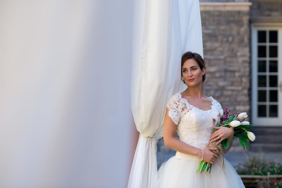 Imagen de una novia con flores