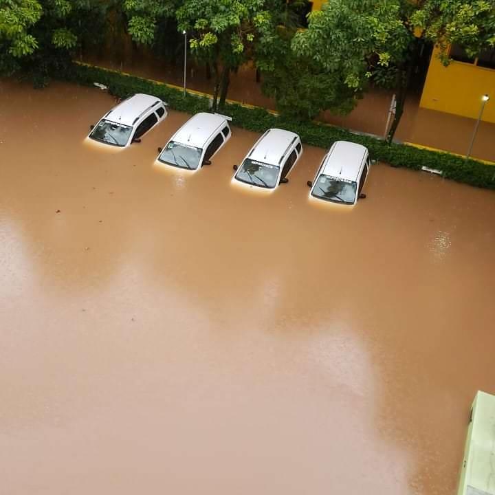 El renombrado estudio de un fotógrafo brasileño inundado por las fuertes lluvias